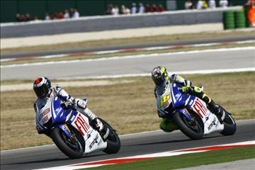 Lorenzo_and_Rossi_MotoGP_Race_San_Marino_2009